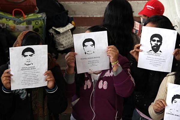Estudiantes de San Cristóbal en apoyo a Ayotzinapa. Foto: Elizabeth Ruiz