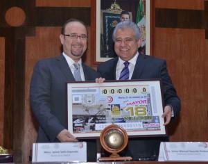 Los cachitos que corresponden al segundo premio, con un estímulo de un millón y medio de pesos, se vendieron en Tuxtla Gutiérrez y el Distrito Federal.