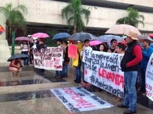 Estudiantes normalistas estuvieron presentes en la marcha por Ayotzinapa.