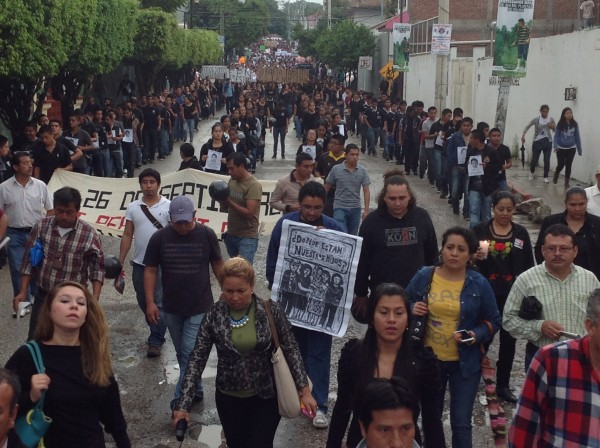 """""""Vivos se los llevaron, vivos los queremos"""". Foto: Chiapas PARALELO"""