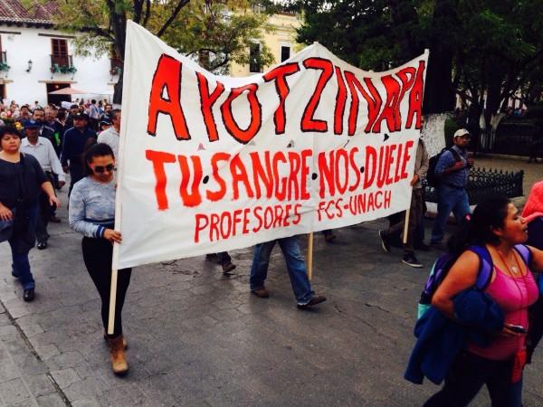 Ciudadanía marcha pidiendo justicia para Ayotzinapa. Foto: Chiapas PARALELO
