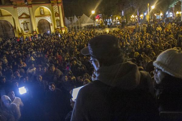 Miles de Chiapanecos participaron en el encuentro con estudiantes y familiares de los 43 desaparecidos de Ayotzinapa. Foto: Moysés Zúñiga