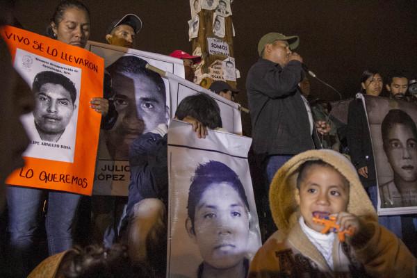 Sobrevivientes de Ayotzinapa pidieron apoyar el movimiento para encontrar a los 43 desaparecidos. Foto: Moyséz Zúniga
