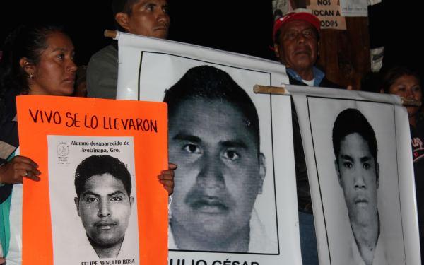 Marcha  de familiares y alumnos de Ayotzinapa. Foto: Benjamín Alfaro