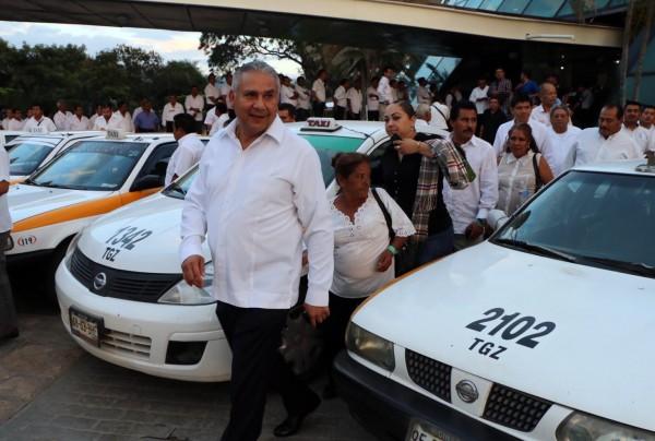 Procurador de Justicia en la presentación del programa Taxista Ciudadano. Foto: Icoso