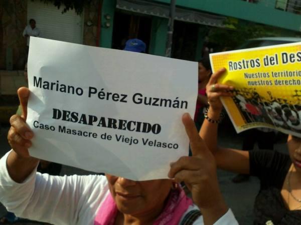 En la plaza central de Palenque más de 600 personas de 25 comunidades de la zona norte de Chiapas se concentraron hoy en exigencia de justicia por la Masacre de Viejo Velasco el 13 de noviembre de 2013. Foto: Frayba/SIPAZ