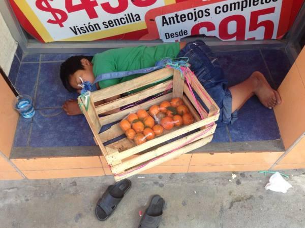 Infancia robada. Cuando el cansancio vence. Foto: Isaín Mandujano