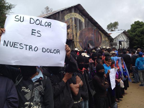Acuerdan padres de Ayotzinapa y EZLN articular un movimiento nacional. Foto: Frayba