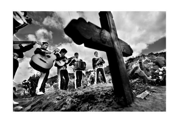 Serenata en la tumba. Foto: Jesús Hernández.