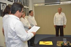 La Junta de Gobierno de la Universidad Autónoma de Chiapas (UNACH) designó al hasta ahora Secretario de Salud en Chiapas, el médico Carlos Eugenio Ruíz Hernández como rector de es máxima casa de estudios para el periodo 2014-2018