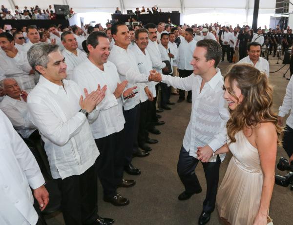 Sólo en el evento de su Segundo Informe de Gobierno, Manuel Velasco contrató una empresa para su transmisión.  Foto: Icoso