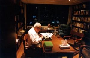 Julio Scherer en su estudio. Foto: Ulises Castellanos.