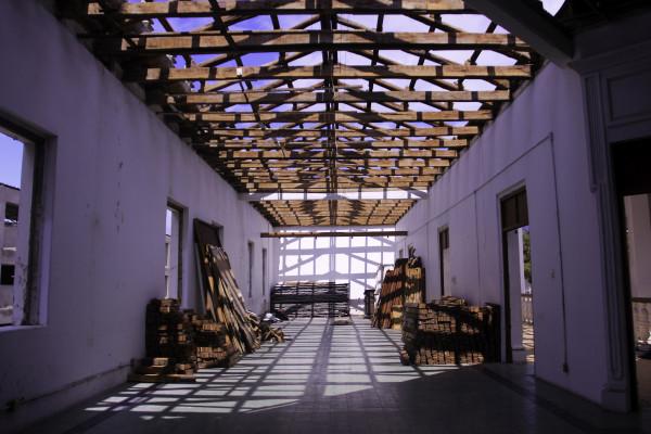 El Museo de la Ciudad de Tuxtla en restauración. La techumbre está siendo cambiada. Foto: Francisco López Velásquez/Chiapas PARALELO.