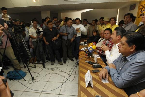 Pronto vamos a presentar al gobierno de Chiapas un listado de alcaldes que pedimos sean investigados, de otras filiaciones partidarias, dijo en su cuenta de Twitter @NavarreteCarlos
