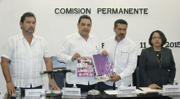 El presidente de la CEDH entregó su informe a la comisión permanente del Congreso del Estado. Foto: Cortesía.