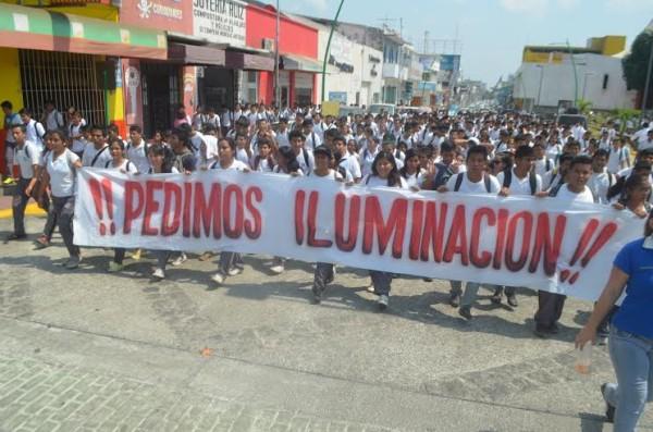 Alumnos y maestros piden seguridad en la zona donde se encuentran las escuelas. Foto: Cesar Rodríguez