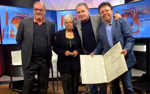 Tiempo, el que informa y orienta. En la imagen Concepción Villafuerte, Ricardo Rocha y Amado Avendaño Villafuerte