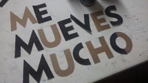 Creando poesía de las estrofas principales. ¡Amor en los pasos peatonales! #TuxtlaTeComeríaAVersos #EjeCreactivo #Urbania. Foto: Rosy Jiménez
