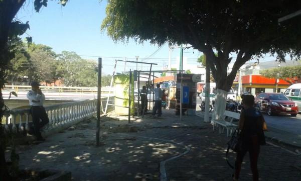 Construyen locales en espacio público. Foto: Mariana Morales