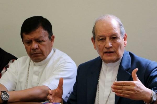 Sobre el conflicto existente en El Pedimento en Santa Catarina Juquila, el arzobispo José Luis Chávez Botello llamó al diálogo y condenó cualquier acto de violencia. Durante una conferencia el religioso dijo que desde el año 2005 la iglesia solicitó la intervención de la Secretaría de Gobernación para la acreditación de pertenencia de la capilla. EF/BEH/CJ/LAC