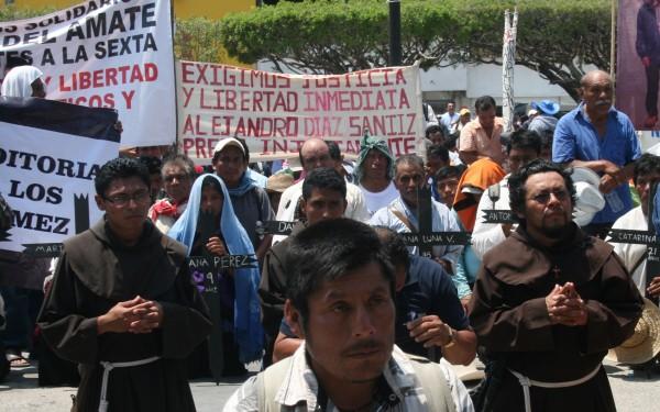 Después de cuatro días de caminar, miles llegan frente a Palacio de Gobierno de Chiapas a exigir sean escuchadas sus demandas. Foto: Ángeles Mariscal/ChiapasPARALELO