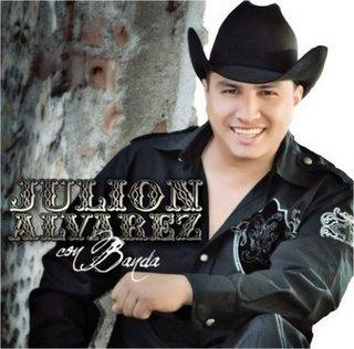 Mientras Julion Alvarez cobra por un contrato hasta más de 2 millones de pesos, otros cantantes chiapanecos no reciben un peso por sus presentaciones en las ferias.