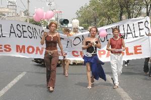 Marcha de homosexuales señalando a Ignacio Flores Montiel como autor de múltiples homicidios. Foto: changarrovirtual.blogspot.com