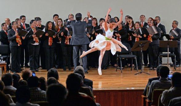 En la sala Manuel M. Ponce se realizó un concierto en el que participaron más de 50 artistas e incluyó el estreno mundial de la obra Oración de Pájaros