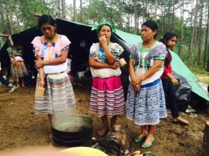 Dormir, comer...vivir a la intemperie. Foto: Ángeles Mariscal/Chiapas PARALELO