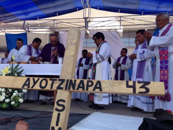 Justicia para Ayotzinapa, reclamo al que  se suma el Pueblo Creyente. Foto: Isaín Mandujano/ChiapasPARALELO