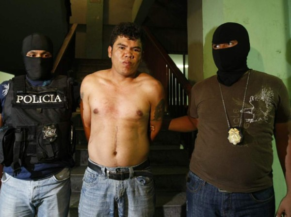 """El """"Loco Hugo"""", fue localizado por elementos de la AIC e INTERPOL en el estado de Chiapas, específicamente en la ciudad fronteriza de Tapachula, cuando transitaba por calles aledañas a la Presidencia Municipal, disfrazado o aparentando ser una persona de la tercera edad."""