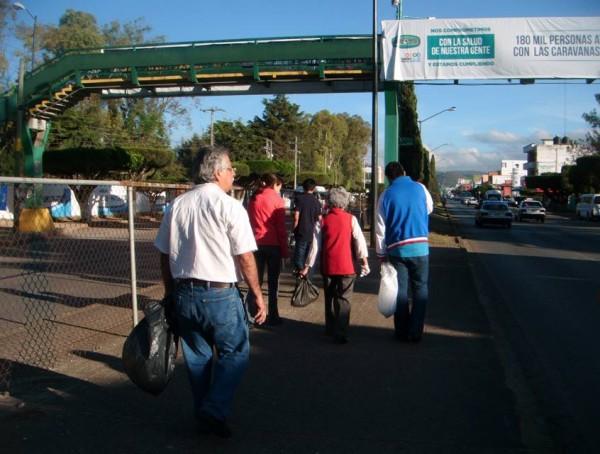 Un grupo de ciudadanos limpió hoy el boulevard Belisario Domínguez de Comitán. Foto: Cortesía.