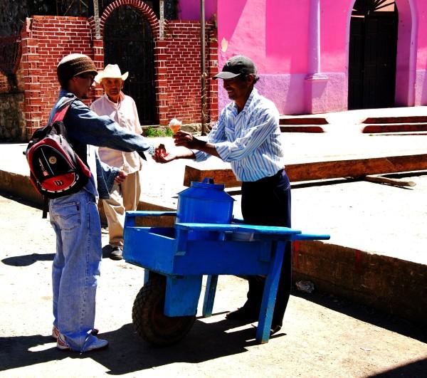 © Nevero en azul y rosa. Pueblo Nuevo Solistahuacán, Chiapas (2010)