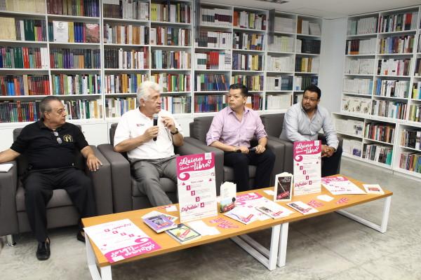 Integrantes de diversas organizaciones están participando en la campaña de liberación de libros. Foto: Roberto Ortíz/ Chiapas PARALELO.