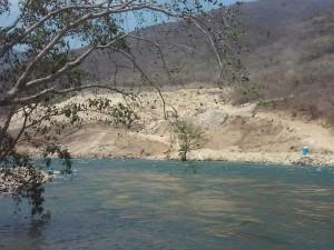 Del otro lado del río Grijalva se encuentra otro asentamiento humano hallado por los arqueólogos.