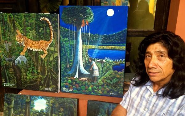 Kayum Maax García, pintor indígena lacandón, originario de Nahá, corazón de la Selva Lacandona. Foto: Ángeles Mariscal/ChiapasPARALELO
