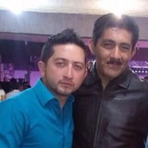 """Erick Hernández Cruz y su amigo el líder estatal del partido Mover a Chiapas, quien """"patrocinó"""", dice los arrancones que dejó un muerto."""