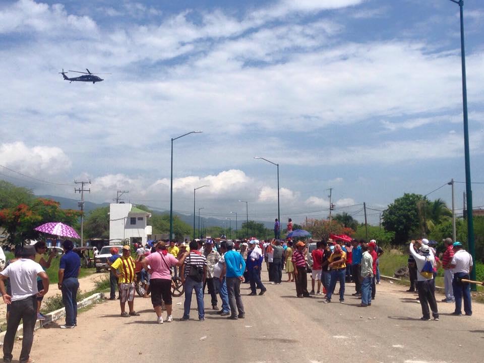 Enfrentamiento profesores y policías. Foto: Isaín Mandujano/Chiapas Paralelo