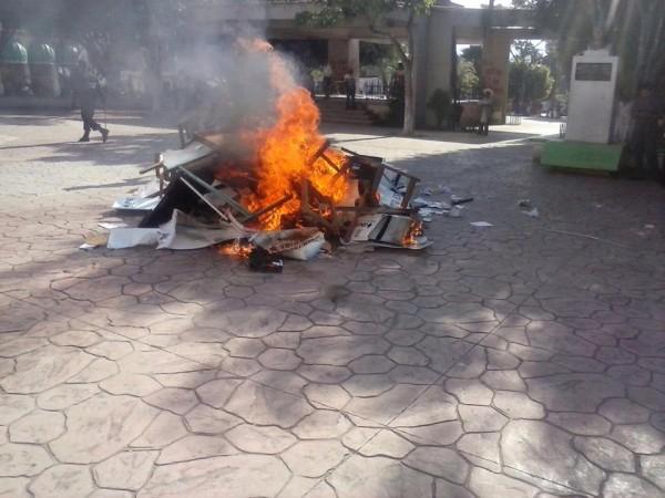 En Ocosingo queman casilla.
