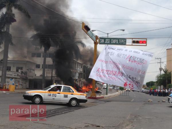 Así ardieron las oficinas del Distrito No. 06 del INE ayer miércoles, en el marco de la jornada de acciones de protestas de la CNTE.