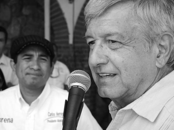 Carlos Herrera, candidato de MORENA a la presidencia de San Cristóbal de las Casas, y Andrés Manuel López Obrador. Foto: Raúl Vera