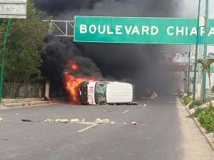 Dos camionetas fueron quemadas, una del INE y otra de la CFE en la salida a Chiapa de Corzo