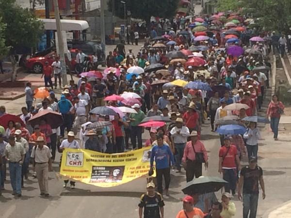 Mestros de la CNTE en Chiapas reforzaron el plantón y paro laboral. Foto: Chiapas PARALELO