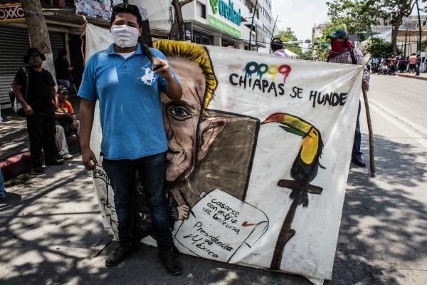 Maestro en plantón. Foto: Fernando Hernández/ Chiapas PARALELO.