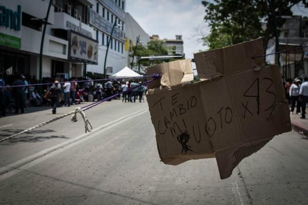 En el centro de la ciudad los maestros y las maestras mantuvieron su plantón e hicieron un llamado a no votar. Foto: Fernando Hernández/ Chiapas PARALELO.