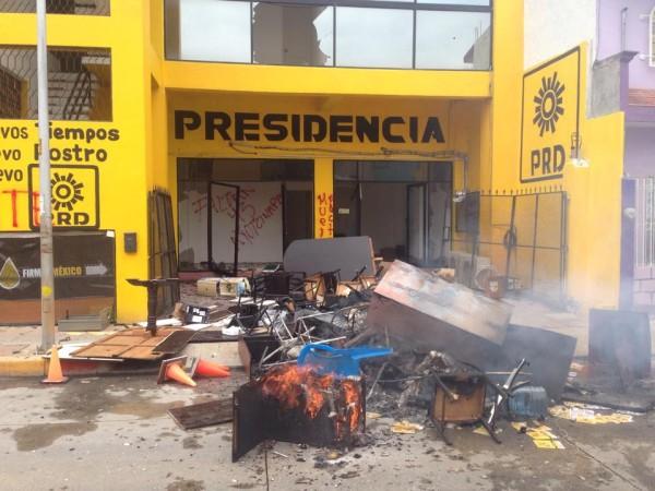 Las sedes de los partidos políticos en Tuxtla Gutiérrez fueron destrozados. Foto: Isaín Mandujano/ Chiapas PARALELO.