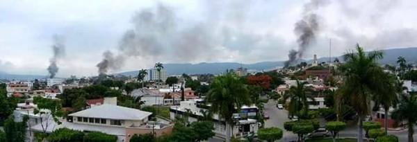 Así se veía la ciudad a mediodía por los incendios que encendieron el magisterio en las sedes de los partidos políticos. Foto: Isain Mandujano/ Chiapas PARALELO.