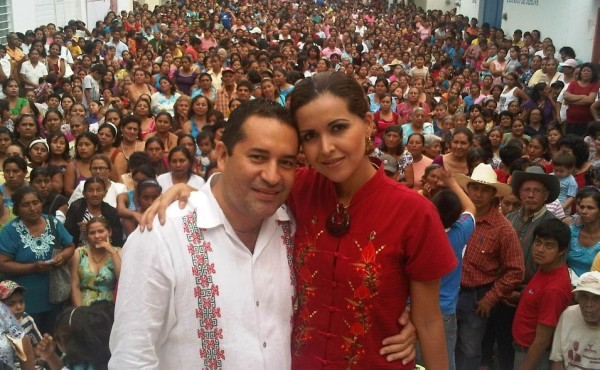 Ulises Grajales Niño, al no poder obtener la candidatura a la presidencia municipal por el PRI, metió a su esposa Erika esposa Yariholy Hernández Salazar como candidata a síndico en la planilla municipal del PVEM que encabeza Mariano Rosales.