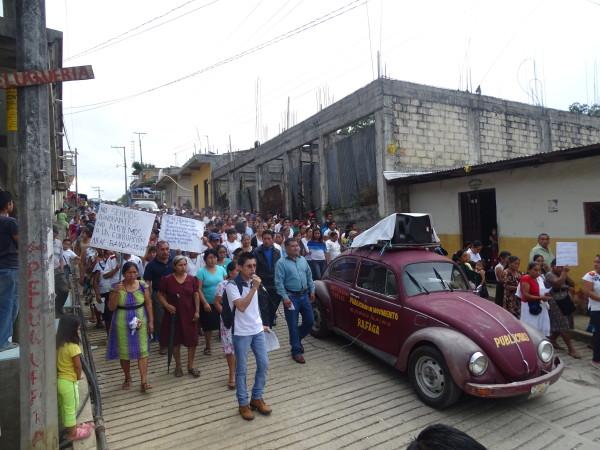 Manifestación de habitantes de Tila, que demandan se detengan las acciones de los civiles armados. Foto: Cortesía
