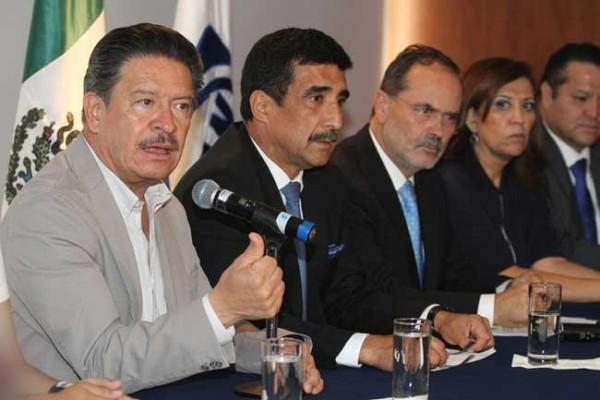 Conferencia de líderes del PRD y PAN con Francisco Rojas Toledo. Foto: Notimex
